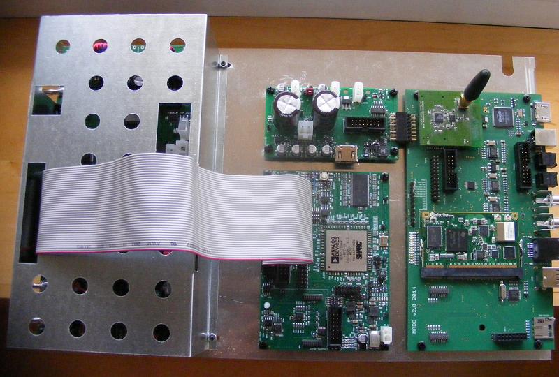 Przykładowe urządzenie Infado – na zdjęciu część modułów aktywnej kolumny głośnikowej DSP